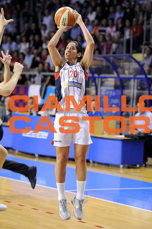DESCRIZIONE : Schio LBF Playoff Finale Gara 3 Cras Basket Taranto Famila Wuber Schio<br /> GIOCATORE : Michelle Greco<br /> CATEGORIA : tiro penetrazione<br /> SQUADRA : Cras Basket Taranto<br /> EVENTO : Campionato Lega Basket Femminile A1 2011-2012<br /> GARA : Cras Basket Taranto Famila Wuber Schio<br /> DATA : 08/05/2012<br /> SPORT : Pallacanestro <br /> AUTORE : Agenzia Ciamillo-Castoria/C.De Massis<br /> Galleria : Lega Basket Femminile 2011-2012<br /> Fotonotizia : Schio LBF Playoff Finale Gara 3 Cras Basket Taranto Famila Wuber Schio<br /> Predefinita :