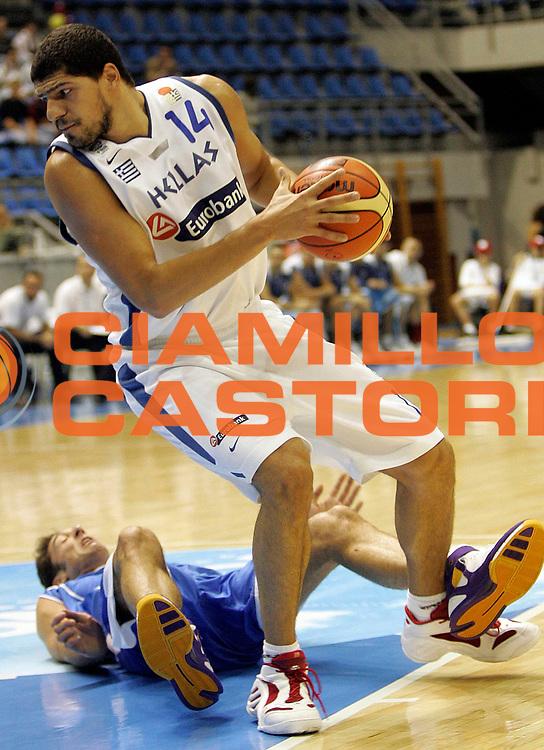 DESCRIZIONE : Belgrado Eurobasket Men 2005 Grecia-Israele<br /> GIOCATORE : Papadopoulos<br /> SQUADRA : Grecia Greece Israele Israel<br /> EVENTO : Eurobasket Men 2005 Campionati Europei Uomini 2005<br /> GARA : Grecia Israele Greece Israel<br /> DATA : 20/09/2005<br /> CATEGORIA :<br /> SPORT : Pallacanestro<br /> AUTORE : Ciamillo&amp;Castoria/Fiba Europe Pool