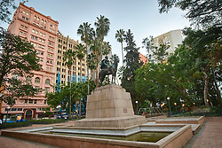 O Monumento ao General Osório é um monumento público localizado na Praça da Alfândega, no centro de Porto Alegre, erguido em homenagem a Manuel Luís Osório, patrono da Cavalaria do Exército Brasileiro e herói da Guerra do Paraguai. FOTO: Jefferson Bernardes/Preview.com
