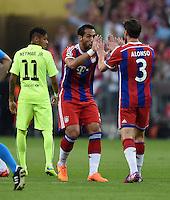 FUSSBALL CHAMPIONS LEAGUE SAISON 2014/2015 HALBFINALE RUECKSPIEL FC Bayern Muenchen  - FC Barcelona              12.05.2015 Kurze Freude: Mehdi Benatia (Mitte) und Xabi Alonso (re, beide FC Bayern Muenchen) freuen sich ueber das 1:0. Neymar (li, Barca) ist enttaeuscht