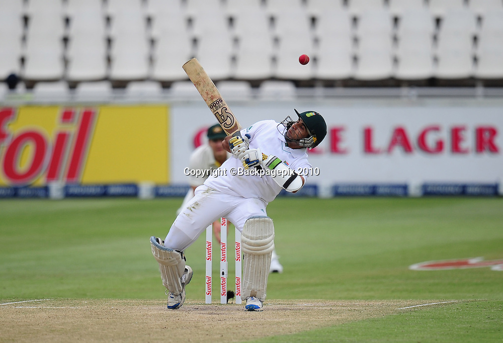 Imran Tahir of South Africa dodges a bouncer, Cricket - 2011 Sunfoil Test Series - South Africa v Australia - Day 4 - Wanderers Stadium, Johannesburg. 20 November 2011<br /> &copy;Chris Ricco/Backpagepix