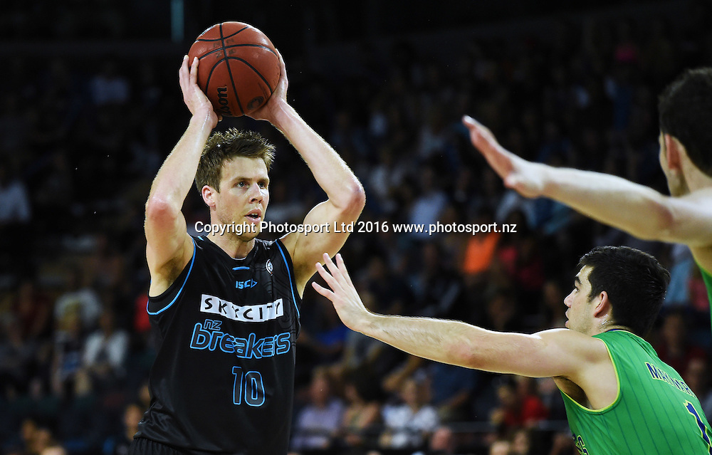 Tom Abercrombie during the SkyCity Breakers v Townsville Crocs. 2015/16 ANBL Basketball Season. Vector Arena, Auckland, New Zealand. Friday 29 January 2016. Copyright Photo: Andrew Cornaga / www.photosport.nz