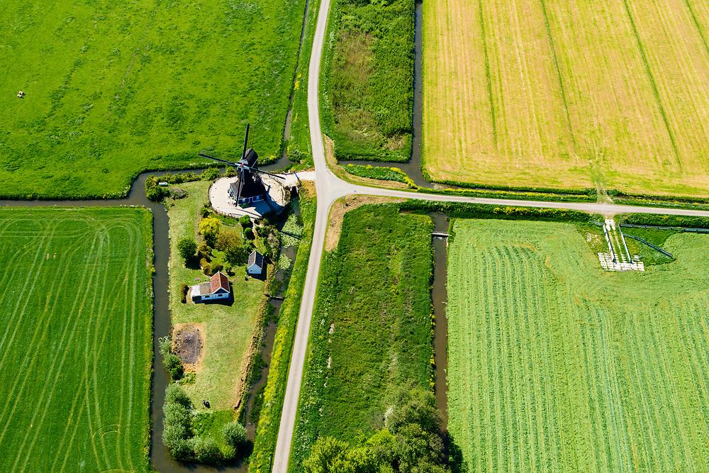 Nederland, Gelderland, Herwijnen, 13-05-2019; Voorste Hellouwse molen, noordelijk van Hellouw. Wipwatermolen<br /> Windmill, watermill.<br /> <br /> luchtfoto (toeslag op standard tarieven);<br /> aerial photo (additional fee required);<br /> copyright foto/photo Siebe Swart