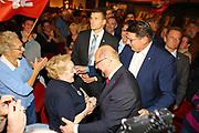 Mannheim. 19.09.17 | SPD-Kanzlerkandidat Martin Schulz im Capitol Mannheim.<br /> Im Wahlkampf zur Bundestagswahl unterstützt Kanzlerkandidat Martin Schulz Mannheims SPD Bundestagsabgeordneter Stefan Rebmann.<br /> - Martin Schulz begrüßt im Publikum Karla Spagerer.<br /> <br /> BILD- ID 2425 |<br /> Bild: Markus Prosswitz 19SEP17 / masterpress (Bild ist honorarpflichtig - No Model Release!)