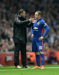 Manchester United's player coach Ryan Giggs talks with Manchester United's Wayne Rooney on the touchline.  - Photo mandatory by-line: Alex James/JMP - Mobile: 07966 386802 - 22/11/2014 - Sport - Football - London - Emirates Stadium - Arsenal v Manchester United - Barclays Premier League