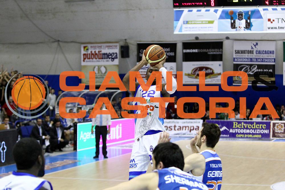 DESCRIZIONE : Capo dOrlando Lega A 2014-15 Orlandina UPEA Basket Acqua Vitasnella Cantu  <br /> GIOCATORE :  Sek Henry<br /> CATEGORIA :  Tiro<br /> SQUADRA : Orlandina UPEA Basket Acqua Vitasnella Cantu  <br /> EVENTO : Campionato Lega A 2014-2015 <br /> GARA : Orlandina UPEA Basket Acqua Vitasnella Cantu  <br /> DATA : 14/12/2014<br /> SPORT : Pallacanestro <br /> AUTORE : Agenzia Ciamillo-Castoria/G. Pappalardo <br /> Galleria : Lega Basket A 2014-2015 <br /> Fotonotizia : Capo dOrlando Lega A 2014-15 Orlandina UPEA Basket Acqua Vitasnella Cantu