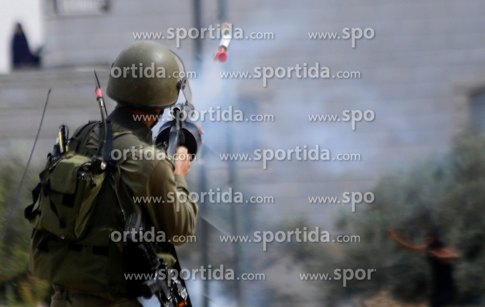 08.10.2015, Bethlehem, PSE, Gewalt zwischen Pal&auml;stinensern und Israelis, im Bild Zusammenst&ouml;sse zwischen Pal&auml;stinensischen Demonstranten und Israelischen Sicherheitskr&auml;fte // An Israeli soldier fires tear gas towards Palestinian protesters during clashes in the West Bank village of Tuqua, south-east of Bethlehem. New violence rocked Israel and the Israeli occupied West Bank, including an incident in which men thought to be undercover Israeli police opened fire on Palestinian stone throwers they had infiltrated, wounding three of them, Palestine on 2015/10/08. EXPA Pictures &copy; 2015, PhotoCredit: EXPA/ APAimages/ Muhesen Amren<br /> <br /> *****ATTENTION - for AUT, GER, SUI, ITA, POL, CRO, SRB only*****
