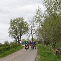 Ronde van Gelderland 2012 peloton in de buurt van Voorst