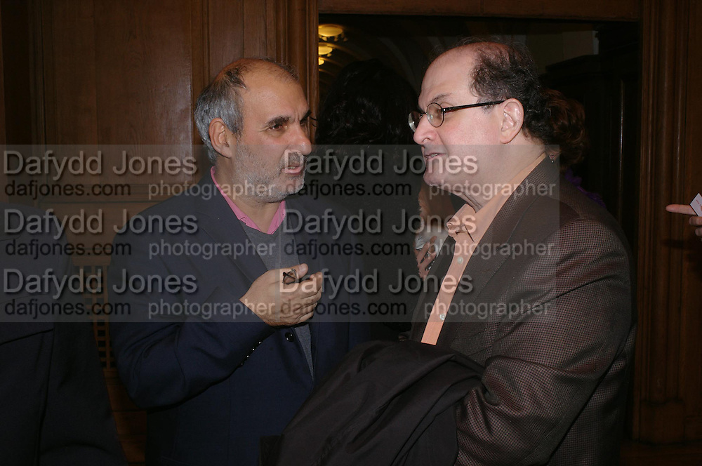 Alan Yentob and Salman Rushdie. the Triumph of Painting. Part 1. The Saatchi Gallery. 25 January 2005. ONE TIME USE ONLY - DO NOT ARCHIVE  © Copyright Photograph by Dafydd Jones 66 Stockwell Park Rd. London SW9 0DA Tel 020 7733 0108 www.dafjones.com