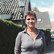 Jody Pijper bij de oude lantaarn Hellingstraat Huizen