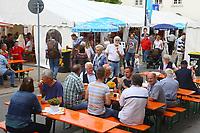 Mannheim. 15.07.17 | Neue Kerwe In Wallstadt<br /> Wallstadt. Marktplatz am Rathaus. Die Neue Kerwe. Mit buntem Programm. Er&ouml;ffnung am Samstag Mittag.<br /> &bdquo;Die Neue Kerwe&ldquo; &ndash; Stadtteilfest&ldquo; steht unter dem Motto:<br /> &bdquo;Gege Hunger un Doascht helfe Bier und Woascht&ldquo;.<br /> <br /> BILD- ID 0106 |<br /> Bild: Markus Prosswitz 15JUL17 / masterpress (Bild ist honorarpflichtig - No Model Release!)