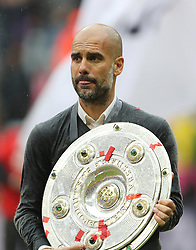 14.05.2016, Allianz Arena, Muenchen, GER, 1. FBL, FC Bayern Muenchen vs Hannover 96, 34. Runde, im Bild Pep Guardiola mit Meisterschale // during the German Bundesliga 34th round match between FC Bayern Munich and Hannover 96 at the Allianz Arena in Muenchen, Germany on 2016/05/14. EXPA Pictures © 2016, PhotoCredit: EXPA/ SM<br /> <br /> *****ATTENTION - OUT of GER*****