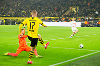 Bundesliga 2020: Borussia Dortmund - 1. FC Köln (5-1). Borussia Dortmunds Erling Braut Haaland setter inn 5-1 fra spiss vinkel i bundesligakampen i fotball mellom Borussia Dortmund og 1. FC Köln på Signal Iduna Park.