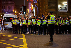 © Licensed to London News Pictures. 19/09/2014. Glasgow, UK. Police officers separate pro-unionists and Scottish independence supporters at George Square in Glasgow as Scotland decides to stay in the union and First Minister Alex Salmond resigns over the results of the Scottish independence referendum on Friday, 19 September 2014. Photo credit : Tolga Akmen/LNP