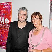 """NLD/Almere/20110624 - Expositie opening Ruud de Wild """"Moving"""" Galerie aan de Amstel, Ruud de Wild met Annemarie Jorritsma"""