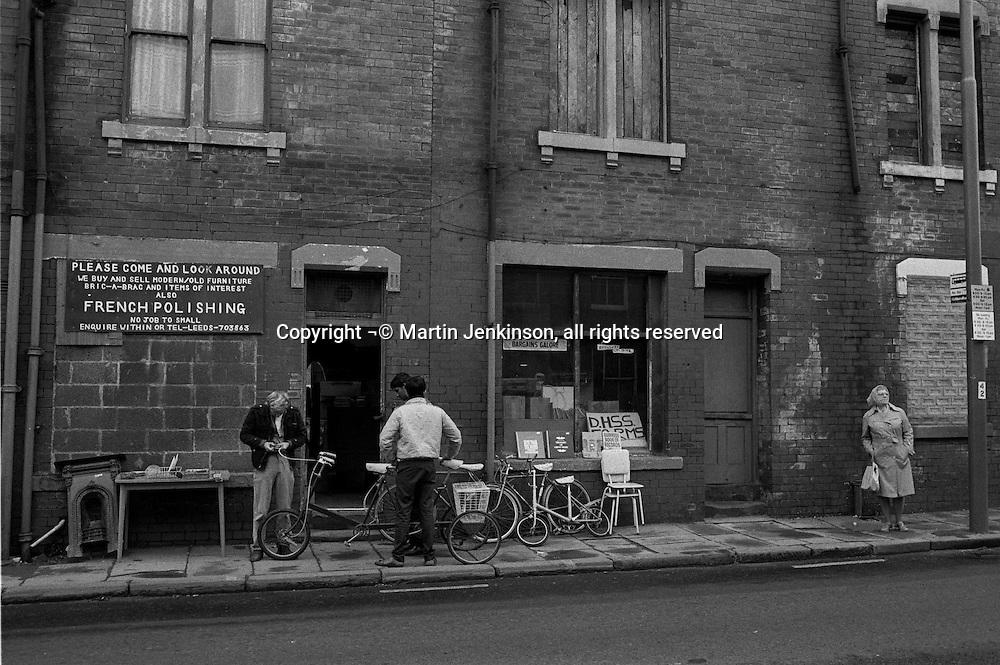Secondhand shop, Meanwood Road Leeds. 08/08/1985.