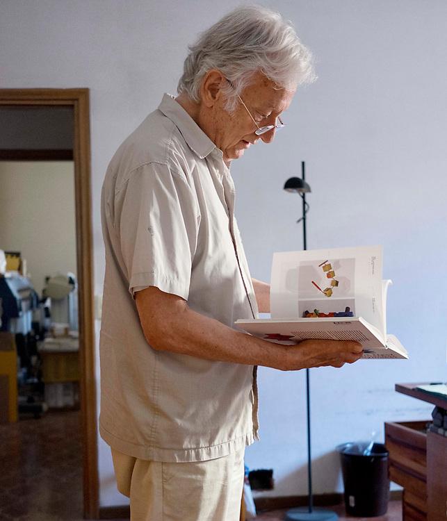 Vittorio Lonzi, creatore di giochi in legno