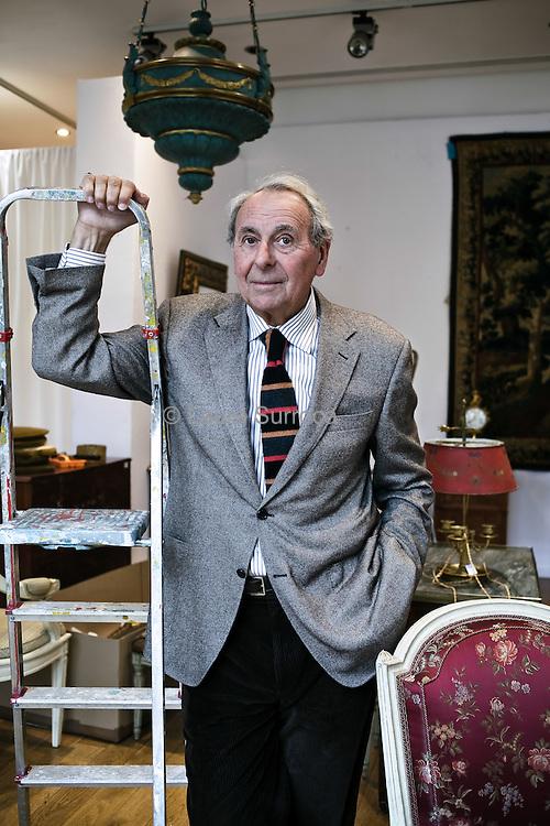 Herve Poulain, commissaire priseur et associe de la Maison de vente aux encheres Artcurial depuis 1969. Il est egalement le President fondateur du SYMEV et du CNMA. Dans la maison Artcurial, au Rond Point des Champs Elysees de Paris, le 3 novembre 2011.