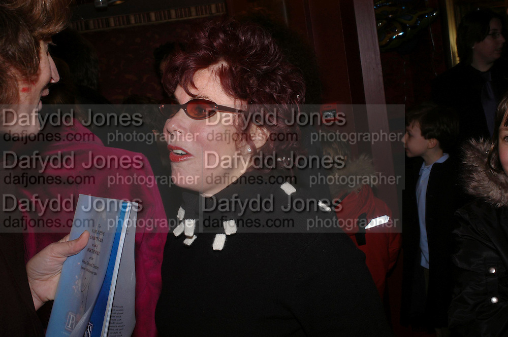 Ruby Wax, Mary Poppins Gala charity night  in aid of Over the Wall. Prince Edward Theatre. 14 December 2004. ONE TIME USE ONLY - DO NOT ARCHIVE  © Copyright Photograph by Dafydd Jones 66 Stockwell Park Rd. London SW9 0DA Tel 020 7733 0108 www.dafjones.com