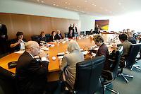 29 JUN 2005, BERLIN/GERMANY:<br /> Uebersicht Kabinettsaal vor Beginn der Ministergespraechs des Bundeskanzlers mit den Bundesministern zur Vertrauensfrage am kommenden Freitag im Bundestag, Kabinettsaal, Bundeskanzleramt<br /> IMAGE: 20050629-01-017<br /> KEYWORDS: Ministergespräch, Ministerrunde, Übersicht
