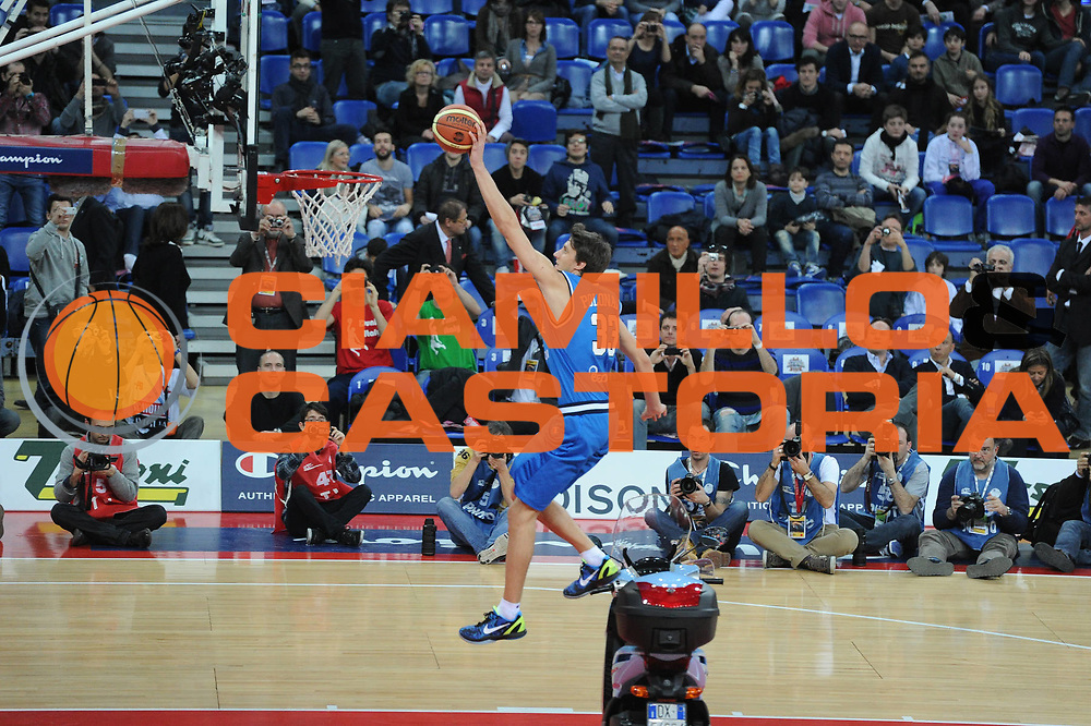 DESCRIZIONE : Pesaro Edison All Star Game 2012<br /> GIOCATORE : Achille Polonara<br /> CATEGORIA : schiacciata gara<br /> SQUADRA : Italia<br /> EVENTO : All Star Game 2012<br /> GARA : Italia All Star Team<br /> DATA : 11/03/2012 <br /> SPORT : Pallacanestro<br /> AUTORE : Agenzia Ciamillo-Castoria/GiulioCiamillo<br /> Galleria : FIP Nazionali 2012<br /> Fotonotizia : Pesaro Edison All Star Game 2012<br /> Predefinita :