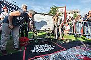Posa della nuova lapide dedicata a Giuseppe Pinelli, anarchico, da parte del Ponte della Ghisolfa e delle figlie di Pinelli e realizzata da Rimaflow, Milano Piazza Fontana. A new tombstone of Giuseppe Pinelli anarchist, in Fontana square Milan