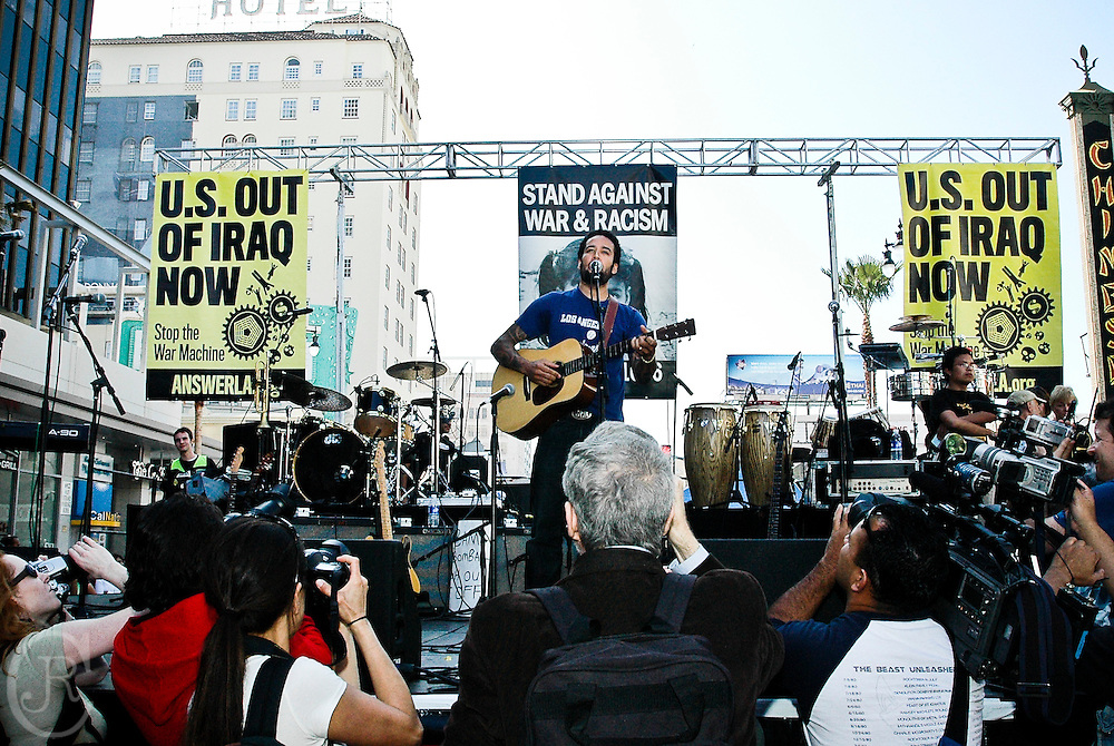 "Ben Harper sings at a war protest against the ""War on Terror"" March 17, 2007 Los Angeles, California."