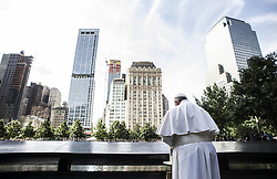 Pope Francis visits 9/11 memorial at Ground Zero in New York City, USA on September 25, 2015. Photo by ABACAPRESS.COM  | 517242_005 New York City Etats-Unis United States