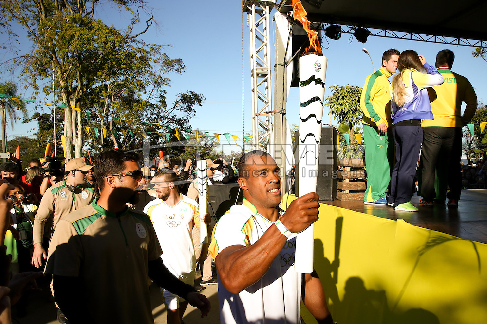 O secretário do Turismo, Esporte e Lazer, Juvir Costella participa do revezamento da Tocha Olímpica, em Guaíba, RS.  Aceso em 21 de abril, em ritual repetido a cada quatro anos em Olímpia, na Grécia, o símbolo olímpico passará por 28 cidades gaúchas de 3 a 9 de julho e será conduzido por 617 indicados no Rio Grande do Sul, começando por Erechim e se despedindo em Torres, em percurso de mais de dois mil quilômetros. Foto: Marcos Nagelstein / Agência Preview