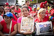 Un grupo de mujeres simpatizantes del gobierno del presidente venezolano, Nicolás Maduro manifiestan en las afueras del Cuartel de La Montaña, sector 23 de Enero, para recordar el primer aniversario de la muerte del presidente Hugo Chávez Frías. Caracas, 05 de marzo de 2014. (Foto/Ivan Gonzalez)