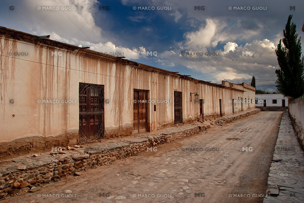 CACHI, CASAS DE ADOBE, VALLES CALCHAQUIES, PROV. DE SALTA, ARGENTINA