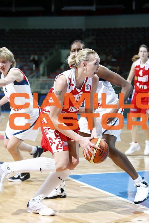 DESCRIZIONE : Riga Latvia Lettonia Eurobasket Women 2009 Qualifying Round Francia Russia France Russia<br /> GIOCATORE : Irina Osipova<br /> SQUADRA : Russia<br /> EVENTO : Eurobasket Women 2009 Campionati Europei Donne 2009 <br /> GARA : Francia Russia France Russia<br /> DATA : 16/06/2009 <br /> CATEGORIA : palleggio<br /> SPORT : Pallacanestro <br /> AUTORE : Agenzia Ciamillo-Castoria/E.Castoria