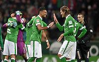 FUSSBALL   1. BUNDESLIGA   SAISON 2014/2015   20. SPIELTAG SV Werder Bremen - Bayer 04 Leverkusen                08.02.2015 Davie Selke (li) und Jannik Vestergaard (re, beide SV Werder Bremen) freuen sich nach dem Abpfiff