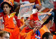 17-10-2007: Voetbal: Nederland-Slovenie: Eindhoven<br /> Oranje kip is ook aanwezig als supporter<br /> Foto: Geert van Erven