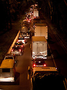 Nova Lima_MG, Brasil...Acidente no Anel Rodoviario causa engarrafamento de mais de 20km na BR 040. Na foto, transito em frente ao posto Chefao, no Bairro Jardim Canada em Nova Lima, Minas Gerais...Accident causes traffic jam on the Ring Road of more than 20km on the BR 040. In the photo, put traffic in front of the boss, the Garden Suburb Canada in Nova Lima, Minas Gerais...Foto: LEO DRUMOND / NITRO