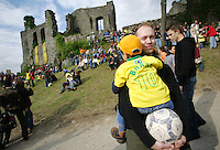 Feature Koenigstein          Zuschauer waehrend eines Futsal Tuniers an der Burg von Koenigstein.