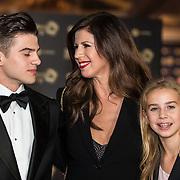 NLD/Amsterdam/20171012 - Televizier-Ring Gala 2017, Isa Hoes met zoon Merlijn en dochter Vlinder