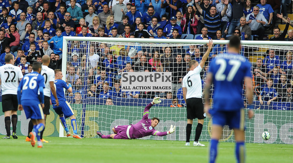 Jamie Vardy scores the first goal of the game putting leicester 1-0 up!(c) Simon Kimber   SportPix.org.uk