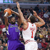 21 December 2009: Sacramento Kings guard Tyreke Evans takes a jumpshot over Chicago Bulls guard Derrick Rose during the Sacramento Kings 102-98 victory over the Chicago Bulls at the United Center, in Chicago, Illinois, USA.