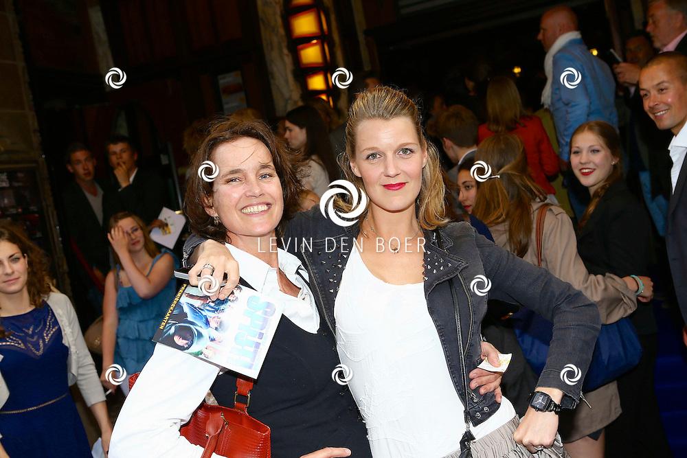 AMSTERDAM - In het Tuschinski Theater is de filmpremière Spijt. Met hier op de foto  twee wannabees. FOTO LEVIN DEN BOER - PERSFOTO.NU