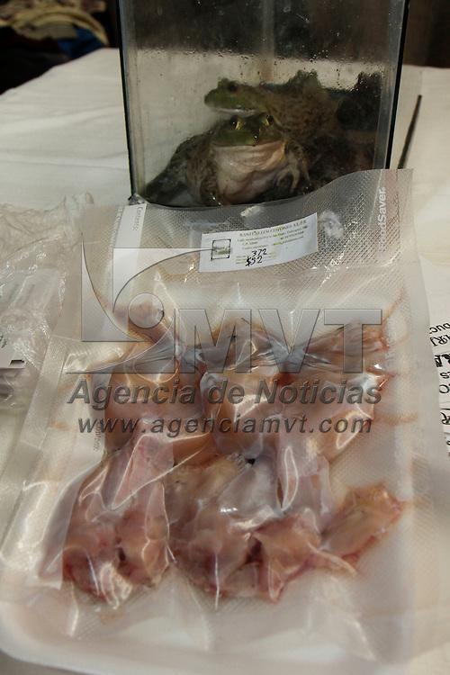 """METEPEC, México.- Fue inaugurado el espacio denominado """"Enlace Comercial Valle de Tolulca"""" en donde productores del Estado de México se dieron cita para ofertar sus productos y servicios; alimentos, ropa de lana, hortalizas, productos de piel, animales, artesanías, entre otras cosas. Agencia MVT / Crisanta Espinosa. (DIGITAL)"""
