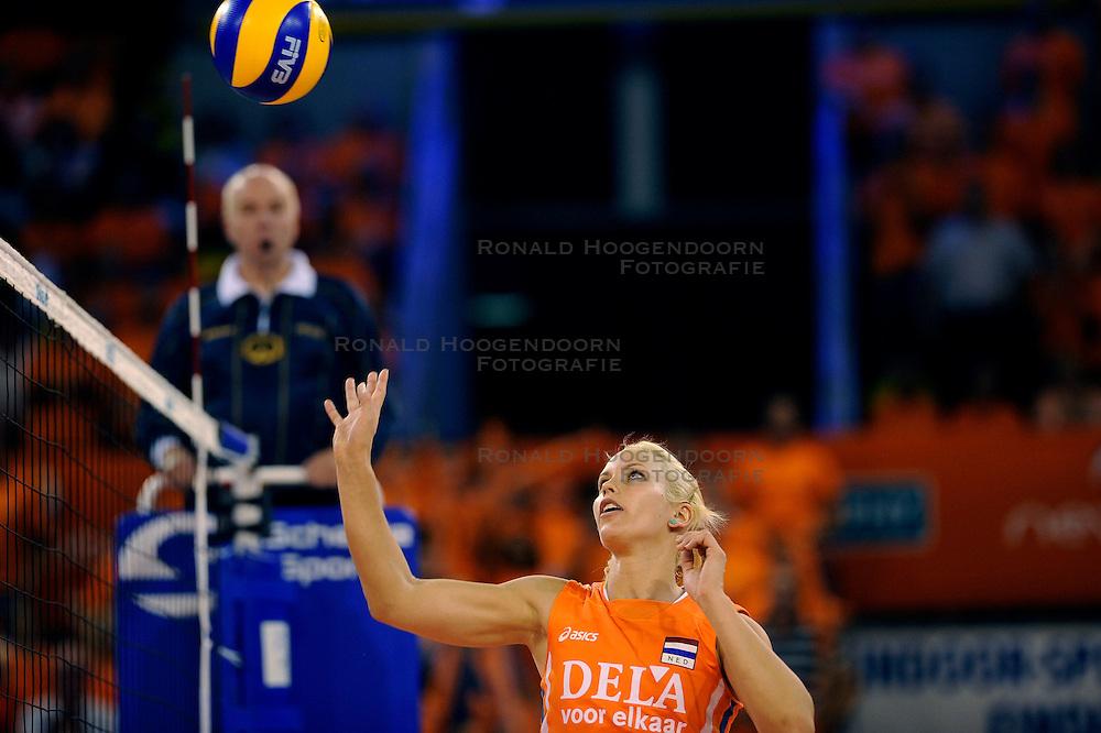 19-09-2009 VOLLEYBAL: DELA TROPHY NEDERLAND - TURKIJE: EINDHOVEN<br /> Nederland wint vrij eenvoudig van Turkije met 3-0 / Kim Staelens<br /> &copy;2009-WWW.FOTOHOOGENDOORN.NL
