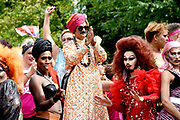 De jaarlijkse Canal Parade is onderdeel van de Amsterdam Gay Pride. Tijdens dit evenement vieren lesbiennes, homos, biseksuelen en transgenders (LHBT) dat ze mogen zijn wie ze zijn en mogen houden van wie ze willen. <br /> <br /> The annual Canal Parade is part of the Amsterdam Gay Pride. During this event lesbians, homosexuals, bisexuals and transgenders (LGBT) celebrate that they can be who they are and are allowed to love who they want.<br /> <br /> Op de foto / On the photo:  Prins Manvendra Singh Gohil / Prince Manvendra Singh Gohil, Prince of Rajpipla India