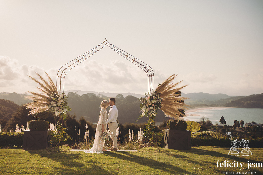 styled wedding photoshoot on the coromandel at stone terrace wedding venue hotwater beacy felicity jean photography stone terrace wedding photos wedding photographer on the coromandel and new zealand photography by felicity jean photography coromandel photographer summer beach weddings