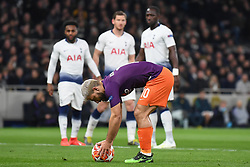 09.04.2019, White Hart Lane, London, ENG, UEFA CL, Tottenham Hotspur vs Manchester City, Viertelfinale, Hinspiel, im Bild Sergio Agüero of Manchester City places the ball on the penalty spot // Sergio Agüero of Manchester City places the ball on the penalty spot during the UEFA Champions League quarterfinals, 1st leg match between Tottenham Hotspur and Manchester City at the White Hart Lane in London, England on 2019/04/09. EXPA Pictures © 2019, PhotoCredit: EXPA/ Focus Images/ Martyn Haworth<br /> <br /> *****ATTENTION - for AUT, GER, FRA, ITA, SUI, POL, CRO, SLO only*****
