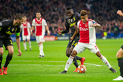 10-04-2019 NED: Champions League AFC Ajax - Juventus,  Amsterdam<br /> Round of 8, 1st leg / Ajax plays the first match 1-1 against Juventus during the UEFA Champions League first leg quarter-final football match / David Neres #7 of Ajax, Blaise Matuidi #14 of Juventus
