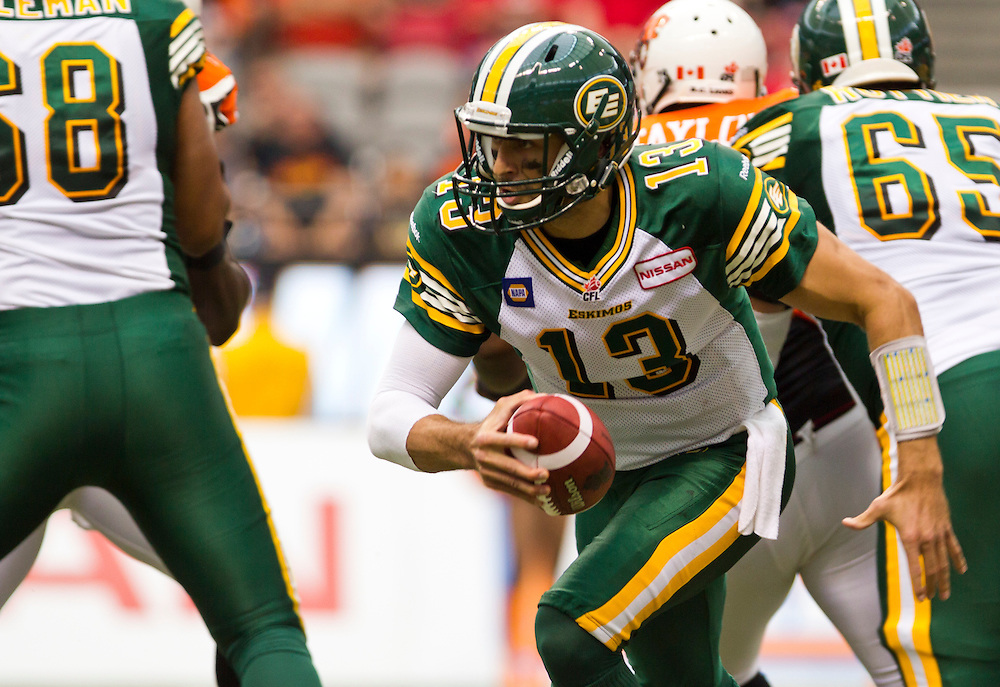 Edmonton Eskimos QB Mike Reilly runs with the ball against the B.C. Lions during the first half of their CFL football game in Vancouver, British Columbia, June 28, 2014. REUTERS/Kevin Light (CANADA)