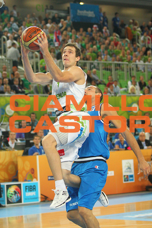 DESCRIZIONE : Lubiana Ljubliana Slovenia Eurobasket Men 2013 Second Round Slovenia Italia Slovenja Italy<br /> GIOCATORE : Goran Dragic <br /> CATEGORIA : tiro shot<br /> SQUADRA : Slovenia Slovenja<br /> EVENTO : Eurobasket Men 2013<br /> GARA : Slovenia Italia Slovenja Italy<br /> DATA : 12/09/2013 <br /> SPORT : Pallacanestro <br /> AUTORE : Agenzia Ciamillo-Castoria/M.Metlas<br /> Galleria : Eurobasket Men 2013<br /> Fotonotizia : Lubiana Ljubliana Slovenia Eurobasket Men 2013 Second Round Slovenia Italia Slovenja Italy<br /> Predefinita :