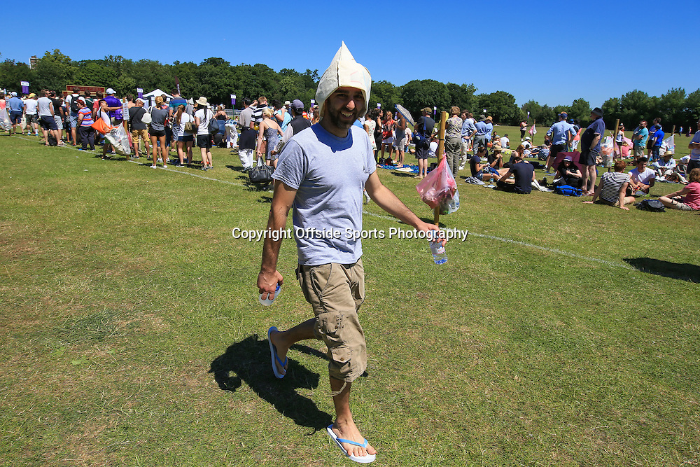 30 June 2015 - Wimbledon (Day 2) - A man wearing a makeshift hat returns to the queue after buying water as temperatures approach 30 degrees - Photo: Marc Atkins / Offside.