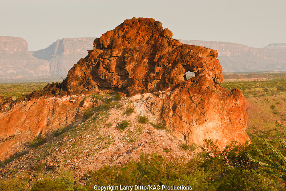 Keyhole rock near Santa Elena Canyon on the Rio Grande, Big Bend National Park, Texas, USA, sunrise